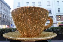 This Christmas decoration in front of another of Vienna's cafes sure gets one's attention!