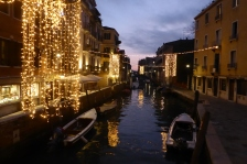 A quiet side street (canal)