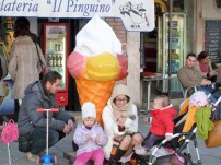 The family that eats gelato together stays together!