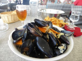 Mussels marinated in oranges, wine and fresh cream. A+!