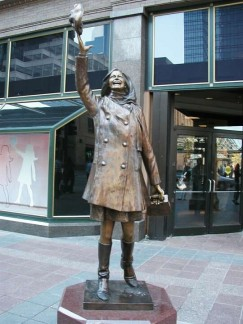 The Mary Tyler Moore statue in Minneapolis