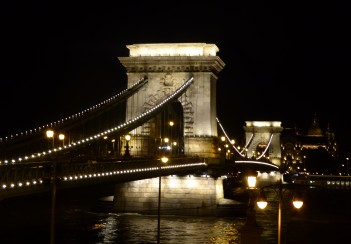 A last shot of the Chain Bridge