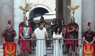 Roman rulers judging tourists?