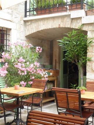 Ciri Biri Bela Courtyard